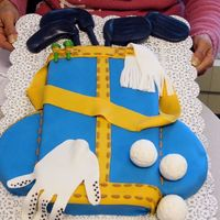 Karen's Golf Bag This was a birthday cake for my former boss - a golf addict! I made it to match her golf bag. This was my first non-class use of fondant -...