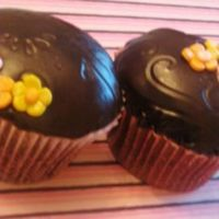 Mom's Cuppies A few done for my mom on mom's day. Chocolate cake with a chocolate filling, white chocolate ganache under the chocolate fondant -...