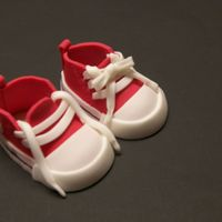 Converse_Sneakers_Edible.jpg Little red fondant converse sneakers made for baby shower cake. Themother-to-be is a runner. Thanks so much to stellastarchild for...