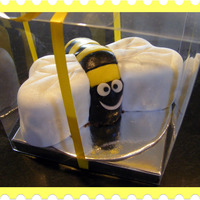 Bee chcocolate mud with fondant