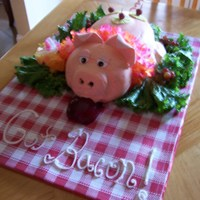 Oink Oink! Buttercream with fondant accents!