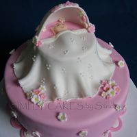 Baby Bassinet Idea taken from pattycaker's cake. It was lots of fun. I love her design nad have to make it :).Thanks so much pattycaker for...