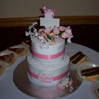 Rebecca'c Communion Strawberry and vanilla cake with buttercream. Fake flowers, pearls and ribbon, fondant cross