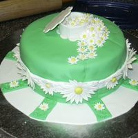 Daisy Cake New Wilton class - Fondant and Gum Paste - 40 small gum paste daisies and 6 each of medium and large.