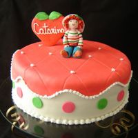 Strawberry Shortcake This is a strawberry shortcake with chocolate and strawbwrry fillings, covered in fondant with a sugar strawberry shortcake made by hands...