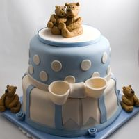 Bear Baby Shower Critique subgroup member: This is a baby shower cake I id for my cousin. I used the Aine2 tutorial for the bears which are made from...