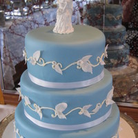 Blue Wedding  I thought this cake looked like one of those blue pocelain vases my grandmother used to collect. Butter cake with vanilla creme anglais...