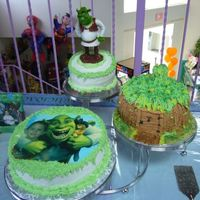 Shrek I had a request for a Shrek themed cake, the picture was used for the invitation and I was asked to use it on the cake. This middle tier is...