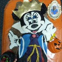 The Snow White Witch Minnie Mouse mix buttercream , fondant and the mirror is chocolateis the final halloween ´s proyect