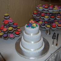 Gerber Daisy Wedding Cake With Matching Cupcakes