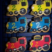 Train, Train These were NFSC with homemade MMF and royal icing accents.
