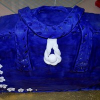 Vilolet And White Handbag vanilla sponge covered with fondant, violet and white handbag