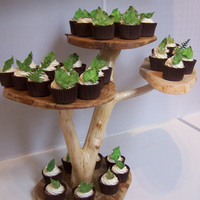 Leaf Cupcakes These are for a couple who are getting married in a tree house, they asked for leaves.