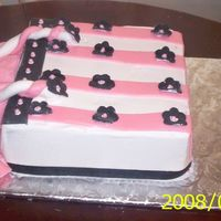 Shopping Bag this is a cake for a friend. a shopping bag with pink and black daisey.