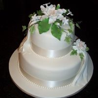 Small Cake  Thank you so much to Jennifer Dontz (jennifermi) for graciously allowing me to copy her gardenia cake design. It's not nearly as...