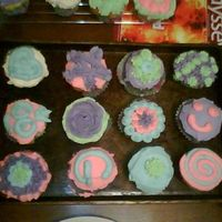 My 6 Year Old Cupcakes For School   This is one set of cupcakes for my 6 year olds birthday snack at school