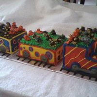 Circus Animal Train This was all done in butter cream frosting - on a day it was 90 degrees with 98% humidity! The animals are a little droopy.