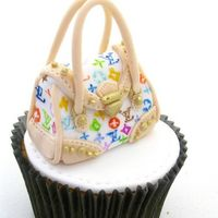 Louis Vuitton Handbag Cupcake   Made for a guy who has a girlfriend that loves Louis Vuitton.