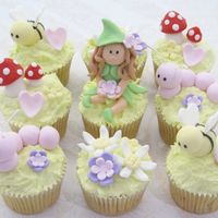 Fairy Tale Cupcakes   I saw this awhile ago from