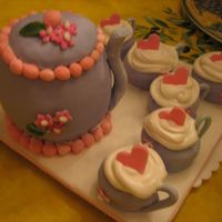 Teapot 3 D teapot and teacups covered in fondant