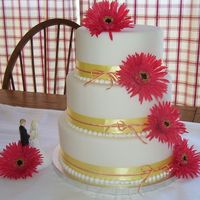 Gerber_Daisy.jpg  This is my first cake dummy. I found it difficult to decorate a moving target. The design was inspired by the silk gerbers I found on sale...