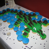 Alligator Cupcake Cake This was a cake done for a Sweet 16 party. The birthday girl loves alligators and was thrilled when she saw her cake.