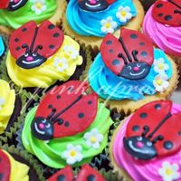 Ladybug Cupcakes ladybug cupcakes to go with stitches-n-things cake.