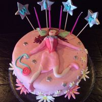 Winx - Flora My daughter is a huge fan of Club Winx, mainly of Flora. So, she made me do this cake. At school all the little girls have gone mad with it...