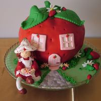 Strawberry Sweet Strawberry This cake was an oportunity to try something new. I took the risk to make something like this, but the little girl loved it and everybody...