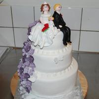 Wedding Cake Whit Purple Flower