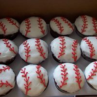 Baseball Cupcakes Done for a very last minute order, fast and easy!