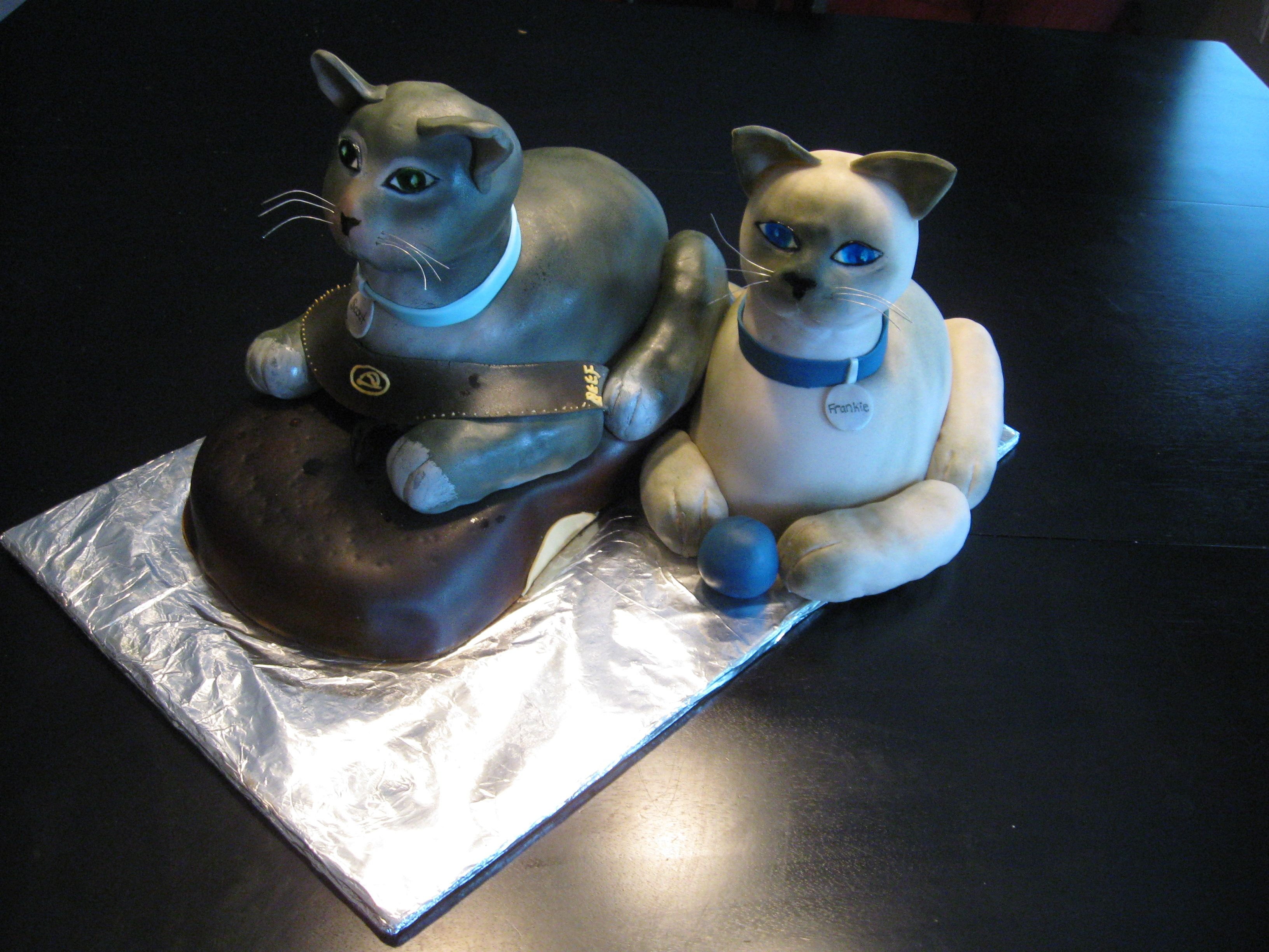 2 Cats And A Flip Flop This was for a groom's cake: their 2 cats, one sitting inside the groom's flip flop with the other alongside it playing with a...