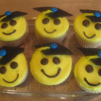 Graduation Cupcakes BC with chocolate cap