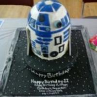 R2D2   iced in buttercream, details in fonadant