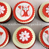 Valentine Cupcakes I made these cupcakes for a cupcake class I am doing this weekend.