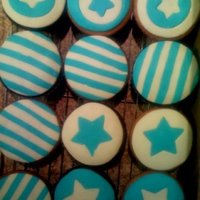 Star Cupcakes Chocolate Cupcakes with buttercreama nd fondant - Fondant puzzle work