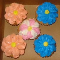 Flower Cupcakes Inspired by Liz1018