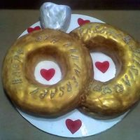 Bandofgold.jpg 8 year anniversary cake...two gold rings