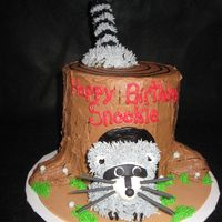 Raccoon In A Tree Stump This is my 2nd cake like this, I like this one a lot better than the first!!!