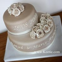Sandcoloured Weddingcake With Roses What can I say.. it's a weddingcake :)