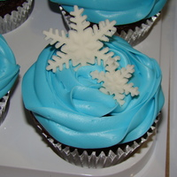 Snowflake Cupcakes Snowflake cupcakes with fondant snowflakes with peppermint in the fondant. The family thought the snowflakes tasted like after dinner mints...