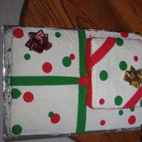 Elonchristmascake.jpg Hubby told me the DAY BEFORE that he volunteered me to make a christmas cake for where he works.................and he wanted A LOT of cake...