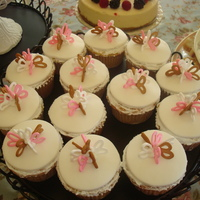 Loop Bow Cuppies   WVSC cuppies with a dollop of nutella in the center. royal icing bows on MFF