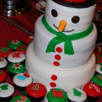 Snowman   my first try on the snowman cake with matching christmas cuppies!!