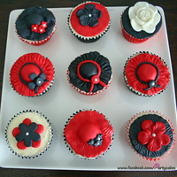 Race Day Cupcakes Cupcakes for Melbourne Cup (The Race that Stops a Nation!). The cupcakes are covered in buttercream icing and then a fondant topper. Thanks...