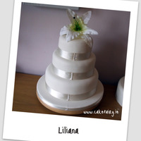 Lily Wedding Cake In Ivory
