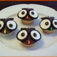 Owl Cupcakes Made these for my daughter's 1st grade fall party. The kids loved them! *From the Hello Cupcake! book.