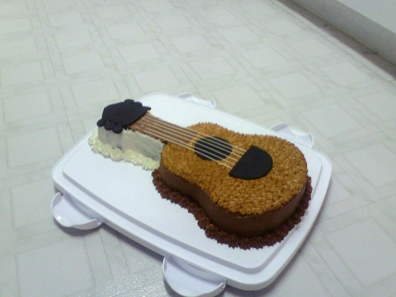 Guitar Cake My sister plays the guitar, so I thought I'd try this one for her birthday. There are a few things I'd do differently next time,...