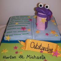 Book Worm Cake To celebrate the success of my daughter's school in attaining the highest award following a Government Inspection.