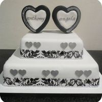 Sophisticated Love   Black and White put a different spin on this romantic cake.